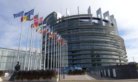 O IEM denuncia no Parlamento Europeo ao Goberno de Galicia